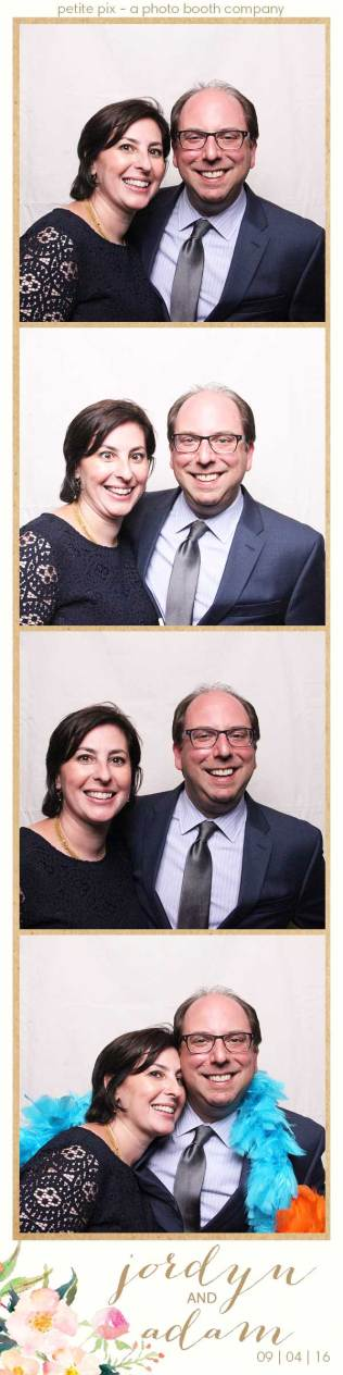 petite-pix-mid-century-modern-vintage-photo-booth-at-triunfo-creek-vineyards-for-jordyn-and-adams-wedding-1