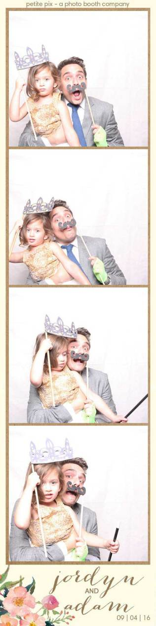petite-pix-mid-century-modern-vintage-photo-booth-at-triunfo-creek-vineyards-for-jordyn-and-adams-wedding-17