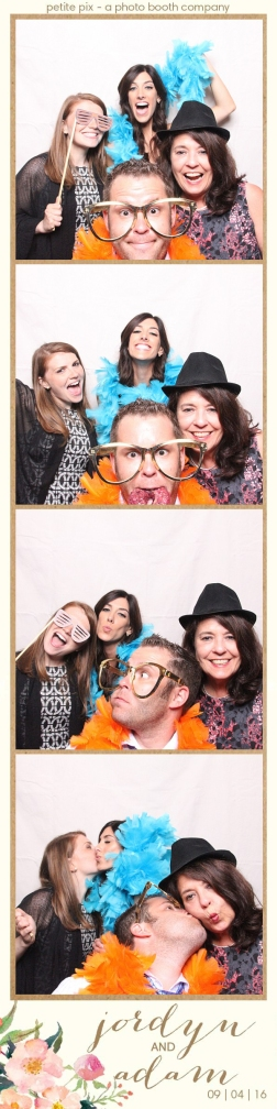 petite-pix-mid-century-modern-vintage-photo-booth-at-triunfo-creek-vineyards-for-jordyn-and-adams-wedding-19