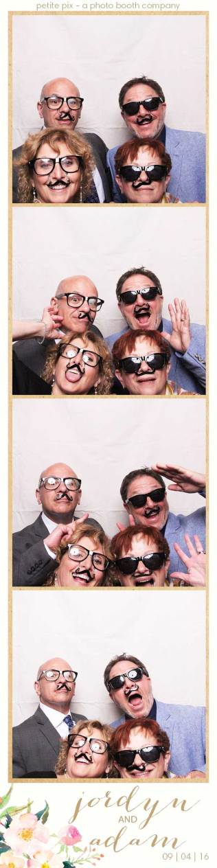 petite-pix-mid-century-modern-vintage-photo-booth-at-triunfo-creek-vineyards-for-jordyn-and-adams-wedding-2