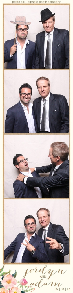 petite-pix-mid-century-modern-vintage-photo-booth-at-triunfo-creek-vineyards-for-jordyn-and-adams-wedding-25