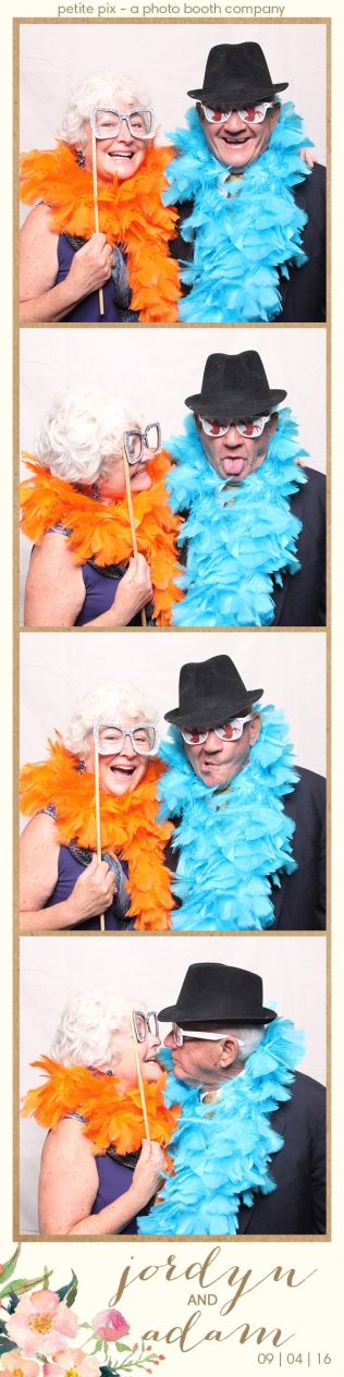 petite-pix-mid-century-modern-vintage-photo-booth-at-triunfo-creek-vineyards-for-jordyn-and-adams-wedding-26