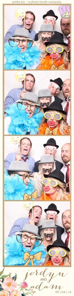 petite-pix-mid-century-modern-vintage-photo-booth-at-triunfo-creek-vineyards-for-jordyn-and-adams-wedding-27