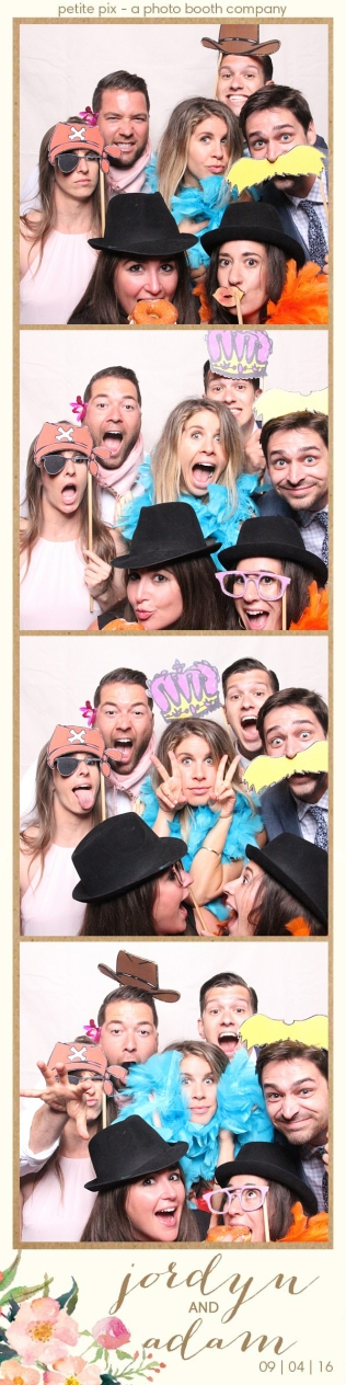 petite-pix-mid-century-modern-vintage-photo-booth-at-triunfo-creek-vineyards-for-jordyn-and-adams-wedding-28