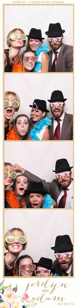 petite-pix-mid-century-modern-vintage-photo-booth-at-triunfo-creek-vineyards-for-jordyn-and-adams-wedding-3
