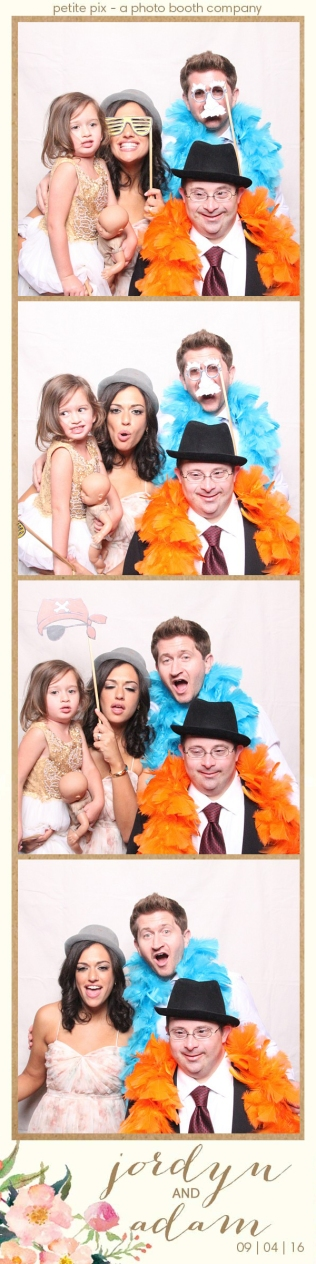 petite-pix-mid-century-modern-vintage-photo-booth-at-triunfo-creek-vineyards-for-jordyn-and-adams-wedding-30