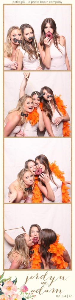 petite-pix-mid-century-modern-vintage-photo-booth-at-triunfo-creek-vineyards-for-jordyn-and-adams-wedding-33