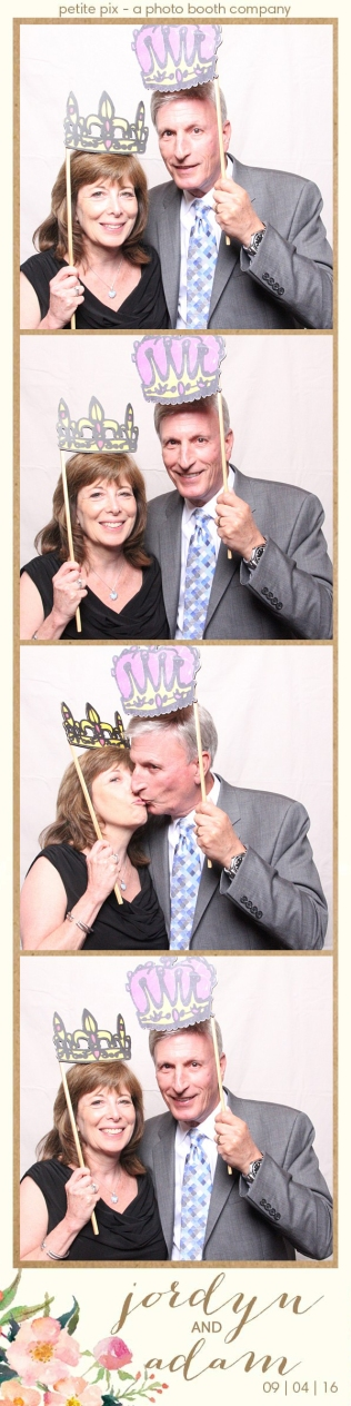 petite-pix-mid-century-modern-vintage-photo-booth-at-triunfo-creek-vineyards-for-jordyn-and-adams-wedding-34