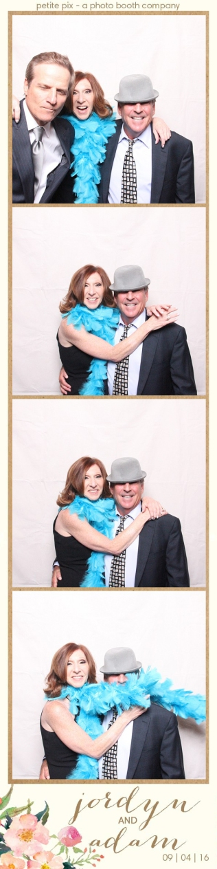 petite-pix-mid-century-modern-vintage-photo-booth-at-triunfo-creek-vineyards-for-jordyn-and-adams-wedding-36