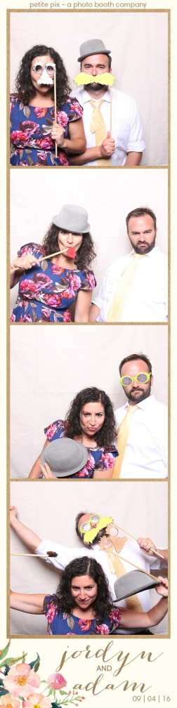 petite-pix-mid-century-modern-vintage-photo-booth-at-triunfo-creek-vineyards-for-jordyn-and-adams-wedding-37