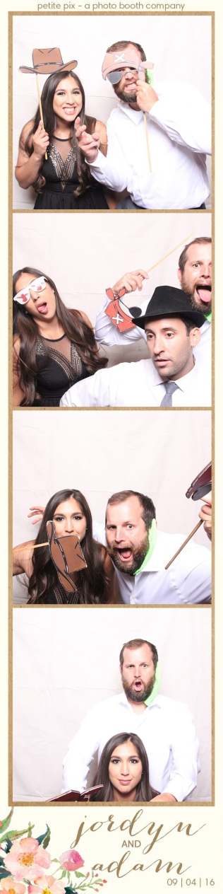 petite-pix-mid-century-modern-vintage-photo-booth-at-triunfo-creek-vineyards-for-jordyn-and-adams-wedding-39