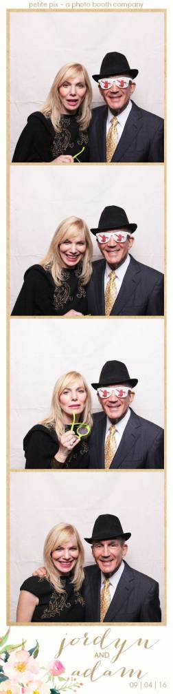 petite-pix-mid-century-modern-vintage-photo-booth-at-triunfo-creek-vineyards-for-jordyn-and-adams-wedding-4