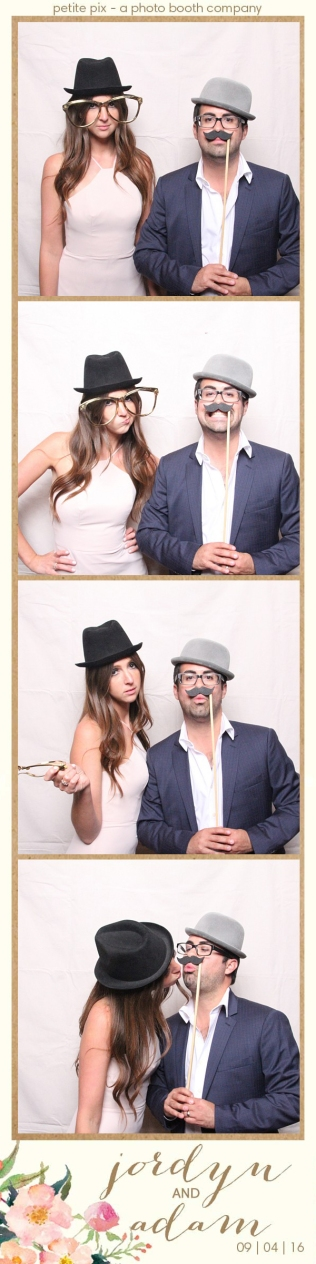 petite-pix-mid-century-modern-vintage-photo-booth-at-triunfo-creek-vineyards-for-jordyn-and-adams-wedding-47