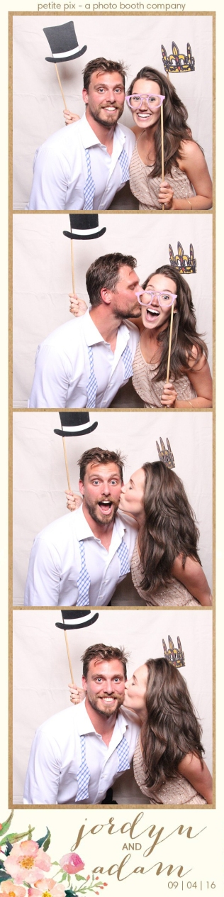 petite-pix-mid-century-modern-vintage-photo-booth-at-triunfo-creek-vineyards-for-jordyn-and-adams-wedding-49