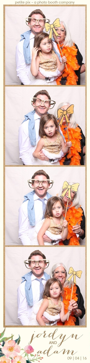 petite-pix-mid-century-modern-vintage-photo-booth-at-triunfo-creek-vineyards-for-jordyn-and-adams-wedding-53