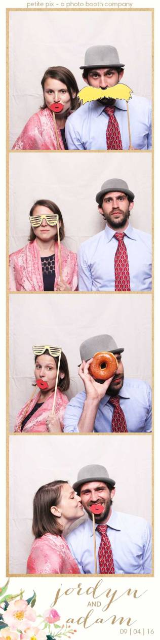 petite-pix-mid-century-modern-vintage-photo-booth-at-triunfo-creek-vineyards-for-jordyn-and-adams-wedding-6
