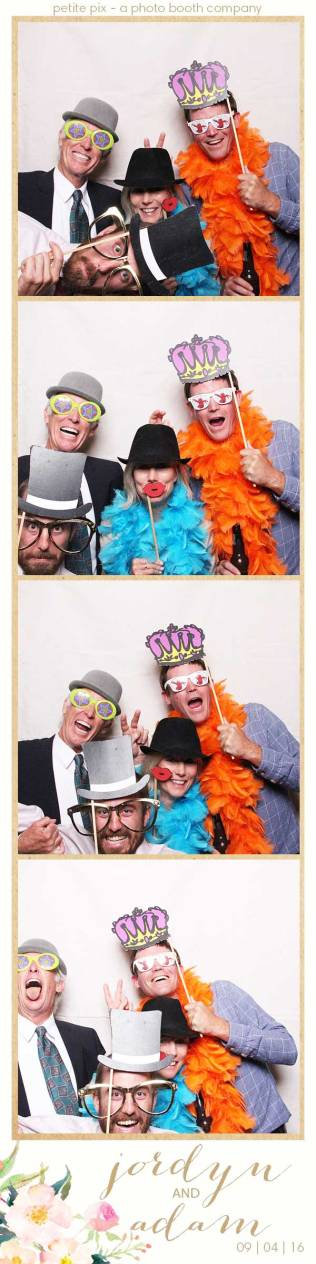 petite-pix-mid-century-modern-vintage-photo-booth-at-triunfo-creek-vineyards-for-jordyn-and-adams-wedding-7