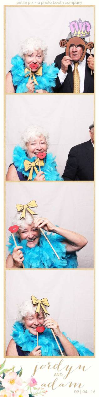 petite-pix-mid-century-modern-vintage-photo-booth-at-triunfo-creek-vineyards-for-jordyn-and-adams-wedding-8