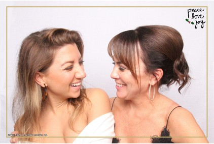 Petite Pix Photo Booth in the Pacific Palisades for the Culp Peace Love Joy Holiday Party (10)