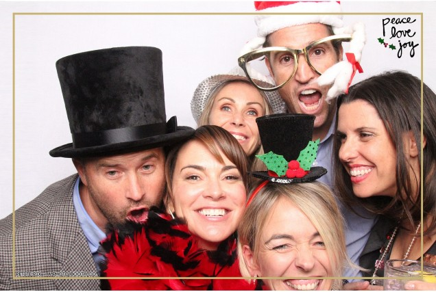Petite Pix Photo Booth in the Pacific Palisades for the Culp Peace Love Joy Holiday Party (106)