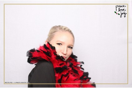 Petite Pix Photo Booth in the Pacific Palisades for the Culp Peace Love Joy Holiday Party (114)