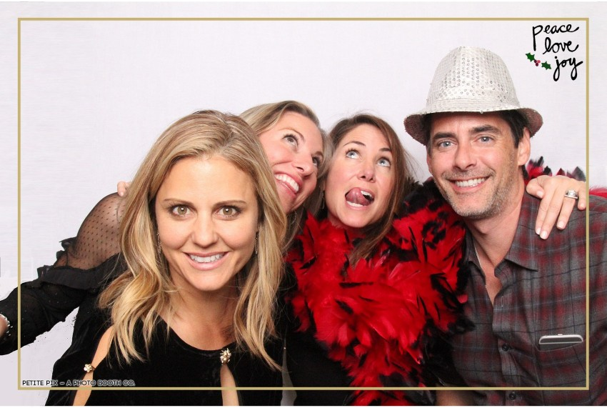 Petite Pix Photo Booth in the Pacific Palisades for the Culp Peace Love Joy Holiday Party (129)