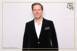 Petite Pix Photo Booth in the Pacific Palisades for the Culp Peace Love Joy Holiday Party (18)