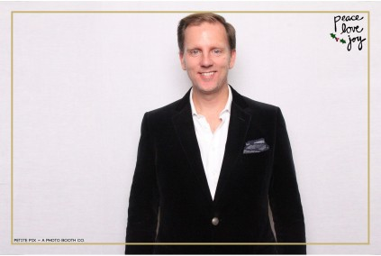 Petite Pix Photo Booth in the Pacific Palisades for the Culp Peace Love Joy Holiday Party (20)
