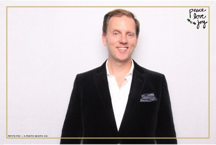 Petite Pix Photo Booth in the Pacific Palisades for the Culp Peace Love Joy Holiday Party (26)