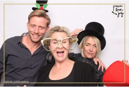 Petite Pix Photo Booth in the Pacific Palisades for the Culp Peace Love Joy Holiday Party (73)