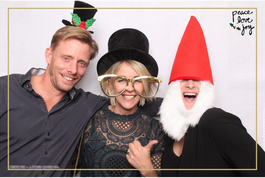 Petite Pix Photo Booth in the Pacific Palisades for the Culp Peace Love Joy Holiday Party (75)
