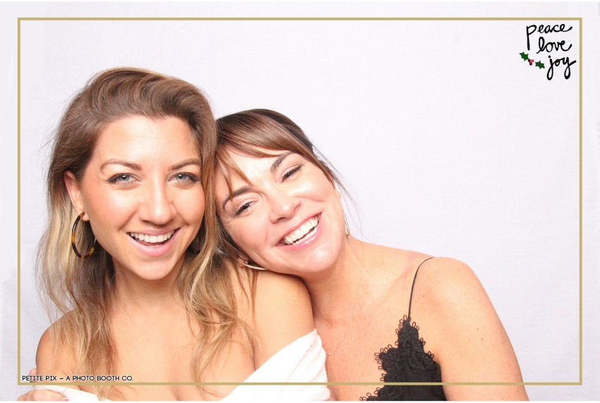 Petite Pix Photo Booth in the Pacific Palisades for the Culp Peace Love Joy Holiday Party (9)